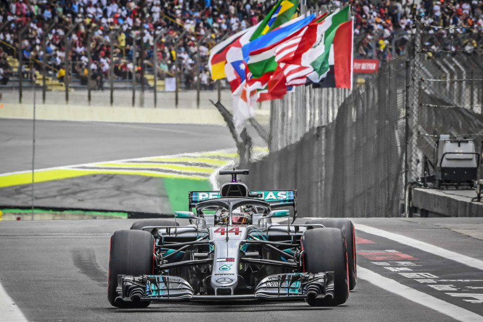 M179477 960x640 Mercedes AMG Petronas Motorsport Takes Their Fifth Constructors' Championship